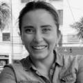 Economista de la Salud. Consultora de diversas instituciones internacionales (Banco Mundial, Naciones Unidas, BID) para la elaboración de políticas de salud basadas en la evidencia para diferentes gobiernos de países de América Latina y el Caribe, y África.